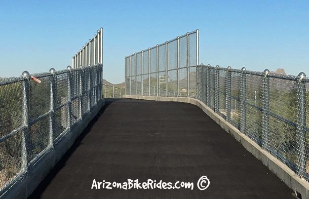 Camino-de-la-Tierra_The-Loop_Bridge-Crossing