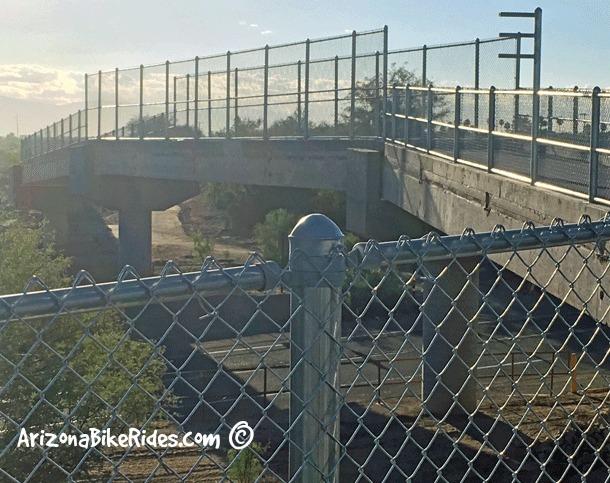 The-Loop-at-Comino-de-la-Tierra-Bridge